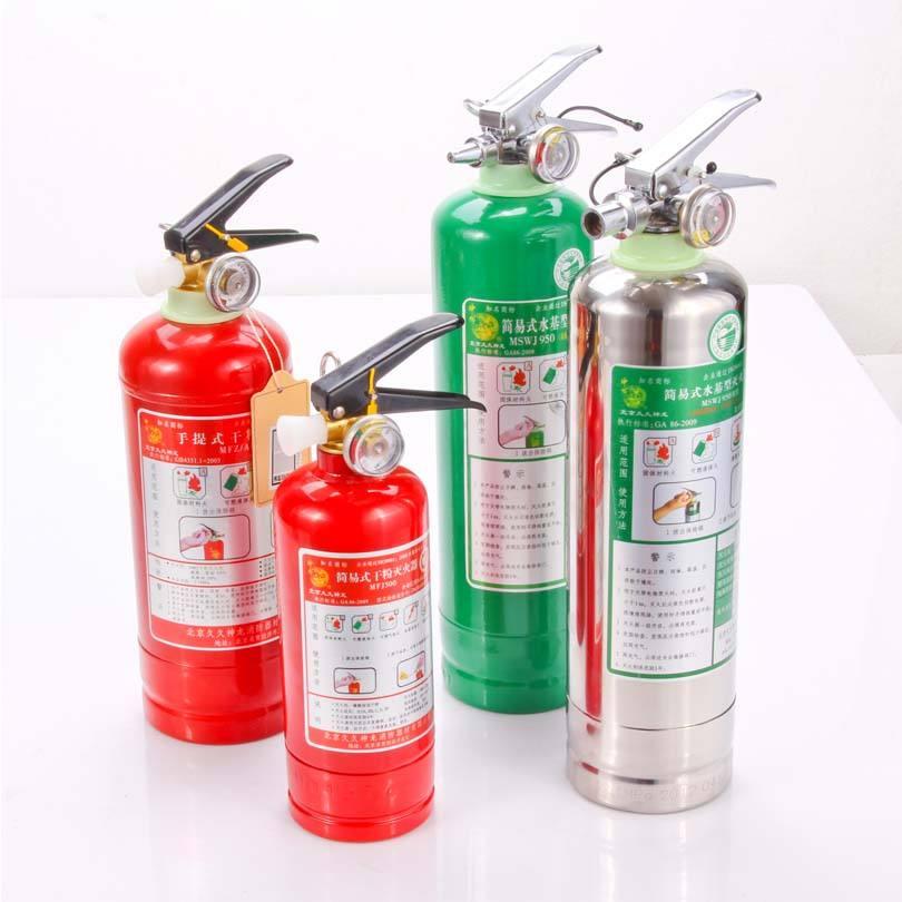 红色和绿色瓶身的水基灭火器